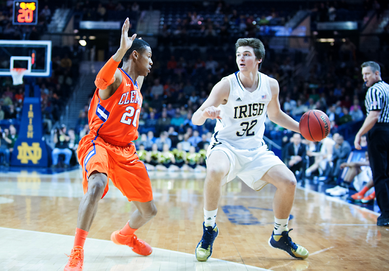 Notre Dame falls short in comeback attempt, loses 71-64 at ...