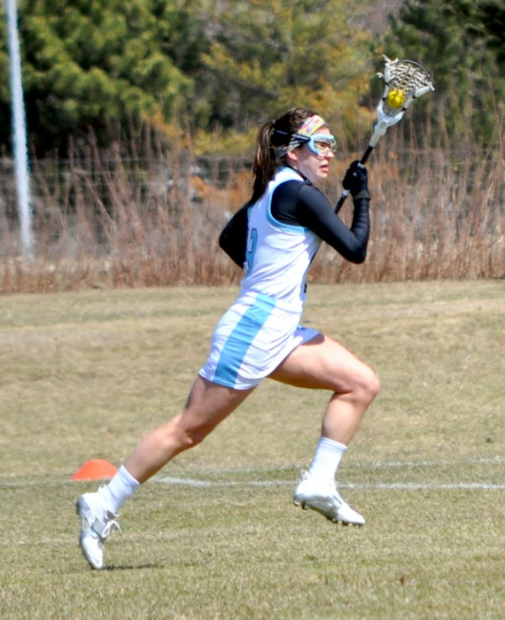 Freshman midfield Cathy Baxter moves upfield during Saint Mary's 16-4 win over Illinois Tech on April 5.