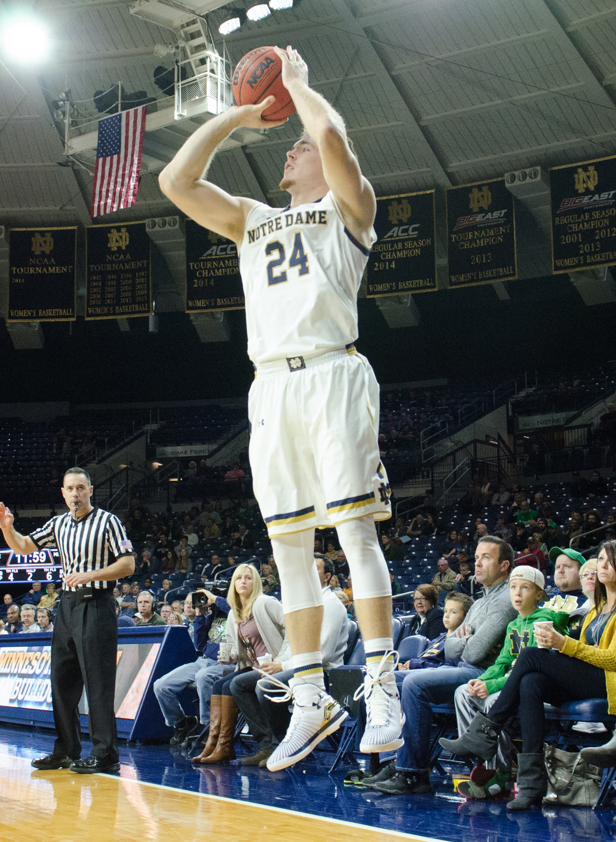 Irish senior guard/forward Pat Connaughton goes up for a jump shot against Minnesota Duluth on Nov. 1 at Purcell Pavilion.