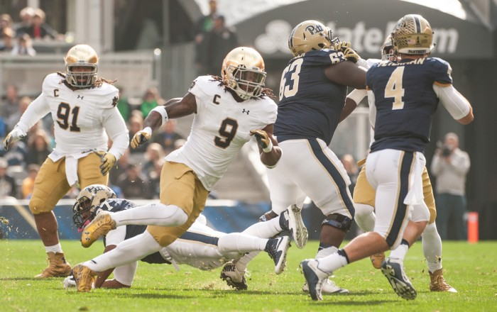 Irish junior linebacker Jaylon Smith pursues Pitt redshirt junior quarterback Nate Peterman during Saturday's 42-30 Notre Dame win.