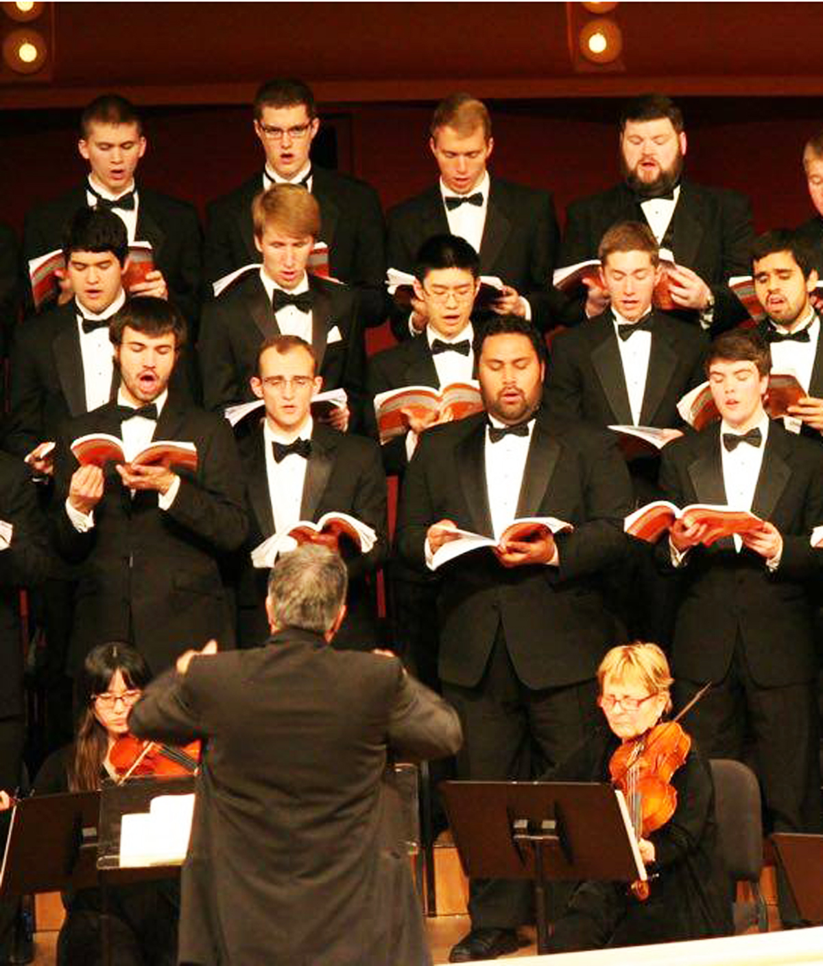 """The Notre Dame Chorale performs Handel's """"Messiah"""" last year at the DeBartolo Performing Arts Center."""