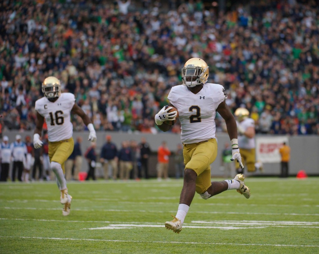 Irish sophomore running back Dexter Williams streaks down field during Notre Dame's 50-33 victory over Syracuse at MetLife Stadium.