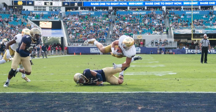 Durham Smythe scores on an 8 yard touchdown reception to give Notre Dame a 17-14 lead.