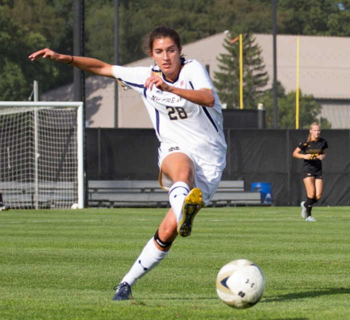 Irish junior Kaitlin Klawunder makes a pass during Notre Dame's 1-0 victory over Missouri on Sept. 4 at Alumni Stadium