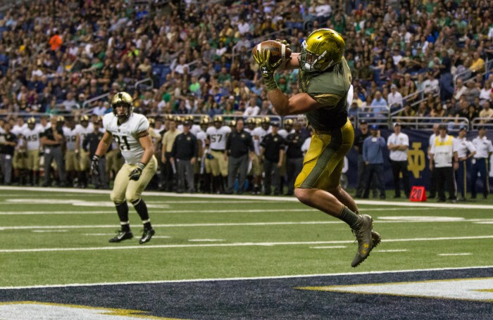Irish senior tight end Durham Smythe catches a touchdown during Notre Dame's 44-6 win over Army on Saturday in San Antonio.