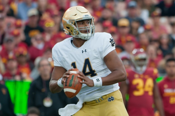 Irish junior quarterback Deshone Kizer surveys the field for an open receiver during Notre Dame's 45-27 loss to USC on Saturday.