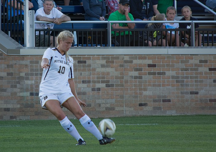 Irish sophomore forward Jennifer Westendorf crosses the ball during Notre Dame's 1-0 victory over Illinois State on Sept. 2, 2016.