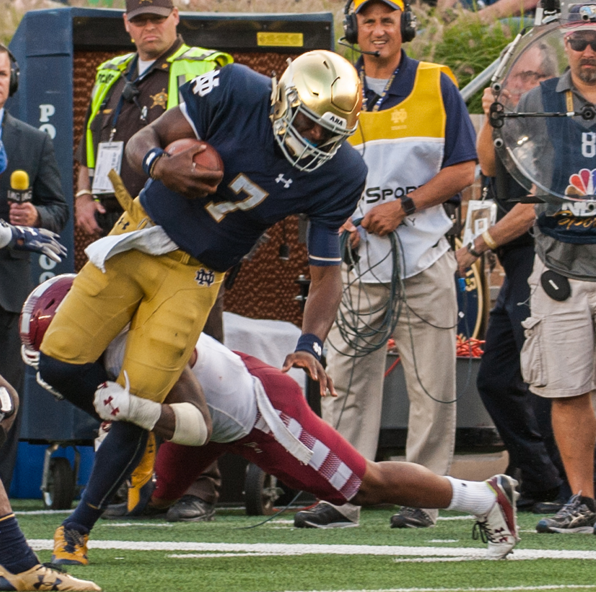 Irish junior quarterback Brandon Wimbush rushes the ball during Notre Dame's 49-16 win over Temple on Sept. 2 at Notre Dame Stadium. Wimbush rushed for 106 yards against the Owls.